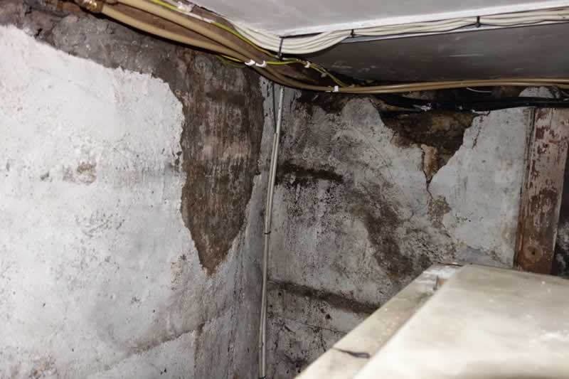 Roof leak causes water damage from second floor down to - Water leakage from roof ...