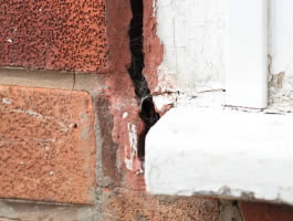 Subsidence crack between window and wall
